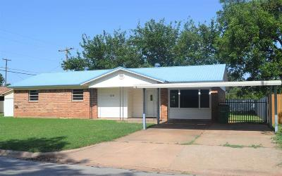 Burkburnett Single Family Home Active W/Option Contract: 310 Mimosa Street