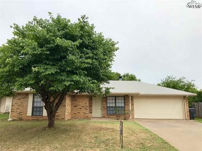 Wichita Falls Single Family Home Active W/Option Contract: 2707 Boulder Drive