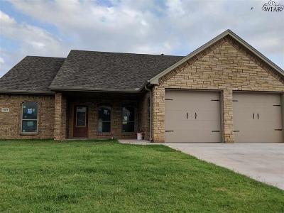 Burkburnett Single Family Home For Sale: 1057 Colonnade Drive