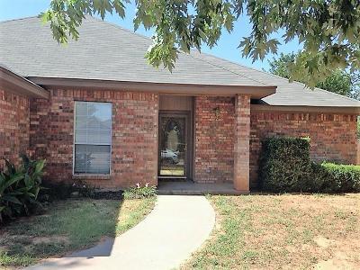 Burkburnett TX Single Family Home Active W/Option Contract: $124,900