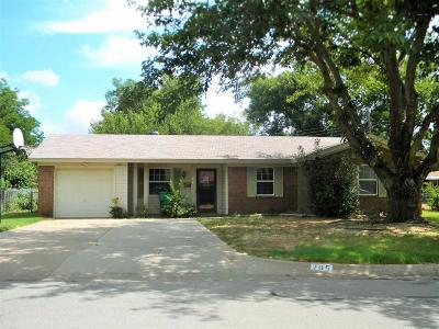 Burkburnett Single Family Home Active W/Option Contract: 205 Dogwood Lane