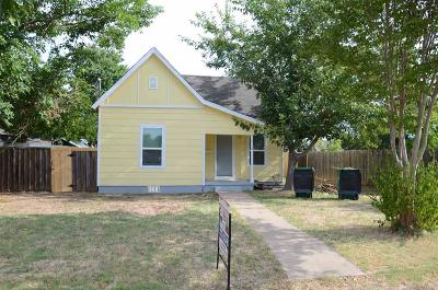 Henrietta Single Family Home Active W/Option Contract: 612 E Wichita