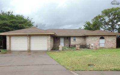 Wichita Falls Single Family Home Active W/Option Contract: 4616 Trailwood Drive