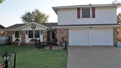 Iowa Park Single Family Home For Sale: 1610 Karen Lane