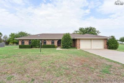 Burkburnett Single Family Home Active W/Option Contract: 1412 Hiawatha Lane