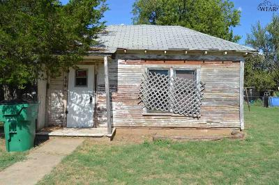 Burkburnett Multi Family Home Active W/Option Contract: 606 N Avenue C