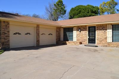 Burkburnett Single Family Home For Sale: 936 Kiowa Drive
