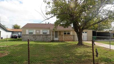 Iowa Park Single Family Home For Sale: 615 W Smith Avenue
