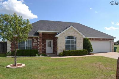 Burkburnett Single Family Home Active W/Option Contract: 1401 Sioux Lane