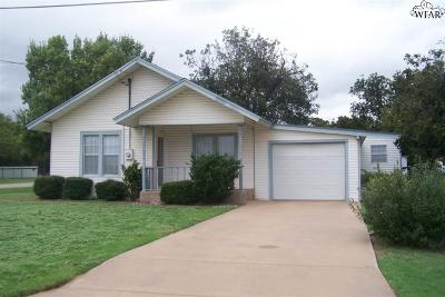 Iowa Park Single Family Home Active-Contingency: 110 W Pecan