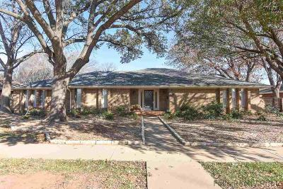 Wichita Falls Single Family Home For Sale: 2402 Merrimac Drive