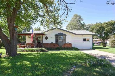 Burkburnett Single Family Home Active W/Option Contract: 410 Peach Street