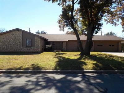 Burkburnett Single Family Home For Sale: 902 Aztec Drive