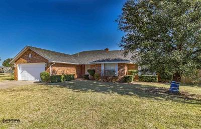 Burkburnett Single Family Home Active W/Option Contract: 1433 Cherokee Circle