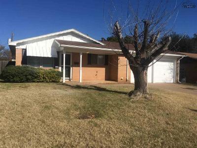 Iowa Park Single Family Home Active W/Option Contract: 1002 Van Horn Street
