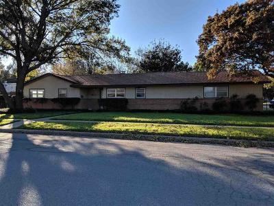 Burkburnett Single Family Home For Sale: 902 Mimosa Street