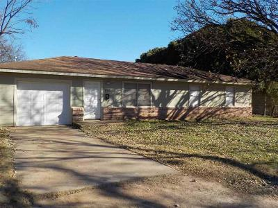 Burkburnett Single Family Home Active W/Option Contract: 418 Elm Street