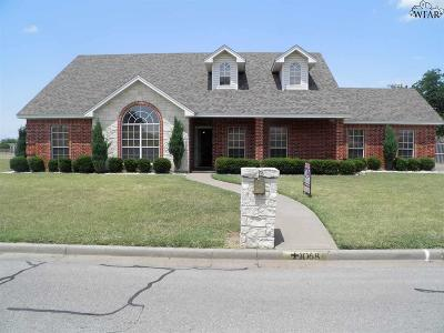 Burkburnett Single Family Home Active W/Option Contract: 1068 Jan Lee Drive