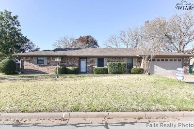 Burkburnett Single Family Home Active W/Option Contract: 942 Kiowa Drive