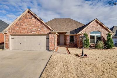Burkburnett Single Family Home Active W/Option Contract: 1011 Corbin Drive