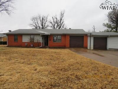 Wichita Falls Single Family Home Active W/Option Contract: 3807 Yuma Trail
