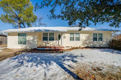 Burkburnett Single Family Home Active W/Option Contract: 209 Mesquite Street