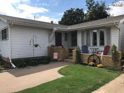 Burkburnett Single Family Home Active W/Option Contract: 405 Vaughn Street