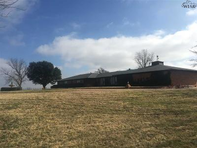 Iowa Park Single Family Home For Sale: 805 SE Access Road