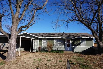 Archer County Single Family Home Active W/Option Contract: 506 S Sycamore Street