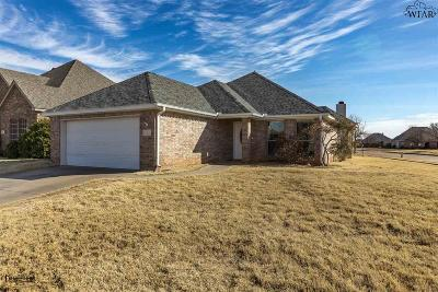 Single Family Home Active W/Option Contract: 1 Prairie Lace Court