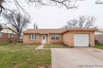 Iowa Park Single Family Home For Sale: 406 Valley Drive