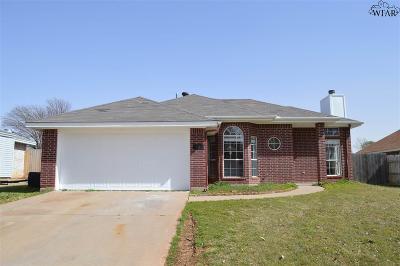 Burkburnett Single Family Home Active W/Option Contract: 1119 Lisa Lane