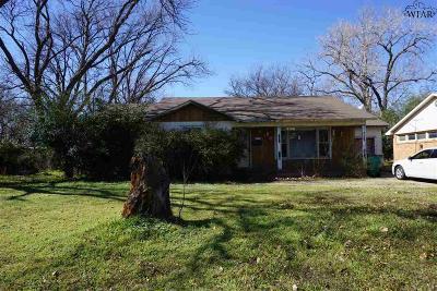 Burkburnett Single Family Home For Sale: 205 S Avenue B