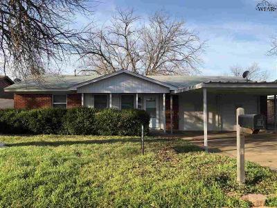 Iowa Park Single Family Home For Sale: 1003 W Cornelia Avenue