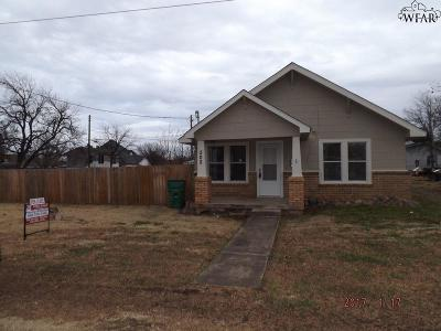 Henrietta Single Family Home For Sale: 502 S Pecan