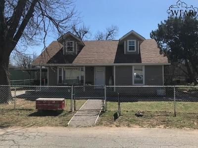 Burkburnett Single Family Home For Sale: 503 W 1st Street
