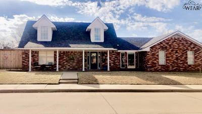 Archer County, Baylor County, Clay County, Jack County, Throckmorton County, Wichita County, Wise County Single Family Home For Sale: 1525 Cynthia Lane