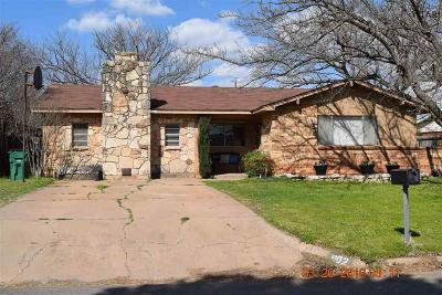 Archer County, Baylor County, Clay County, Jack County, Throckmorton County, Wichita County, Wise County Single Family Home For Sale: 902 W Cornelia Avenue