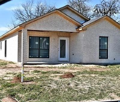 Burkburnett Single Family Home For Sale: 215 B N Preston Road