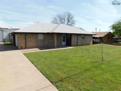 Iowa Park Single Family Home Active W/Option Contract: 1406 W West Highway