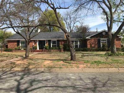 Wichita Falls Single Family Home For Sale: 2400 Clayton Lane