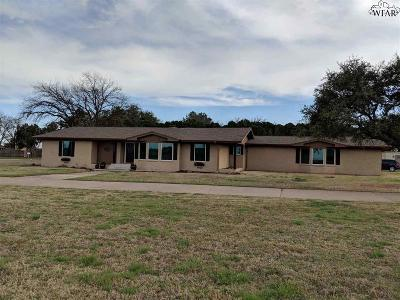 Burkburnett Single Family Home For Sale: 1110 Sycamore Drive