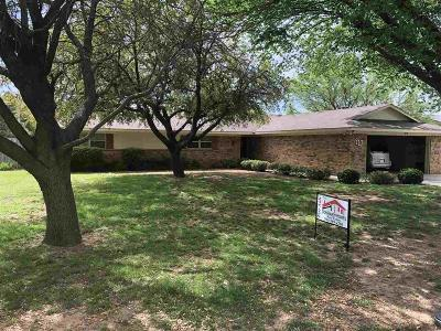 Burkburnett Single Family Home Active W/Option Contract: 917 Mohawk Drive