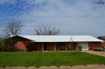 Wichita County Single Family Home For Sale: 105 N Crescent Lane