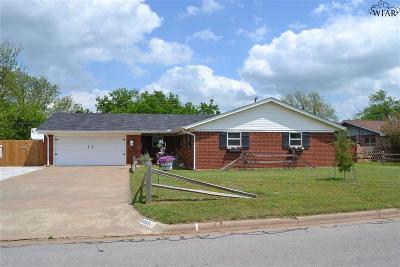 Burkburnett Single Family Home Active W/Option Contract: 1005 Jan Lee Drive