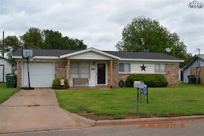 Iowa Park Single Family Home Active W/Option Contract: 106 Hope Lane