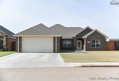 Burkburnett Single Family Home Active W/Option Contract: 824 Coulter Drive