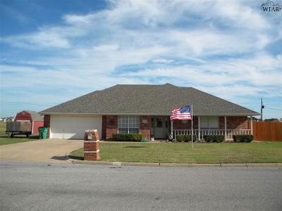 Burkburnett Single Family Home Active W/Option Contract: 1421 Sioux Lane