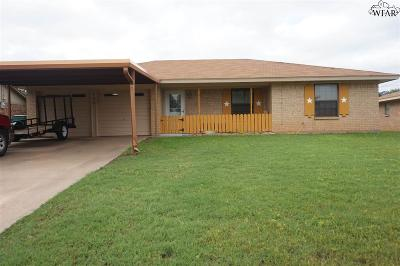 Iowa Park Single Family Home Active W/Option Contract: 706 W Clara Avenue