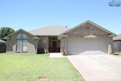 Burkburnett Single Family Home Active-Contingency: 812 Sugarbush Lane